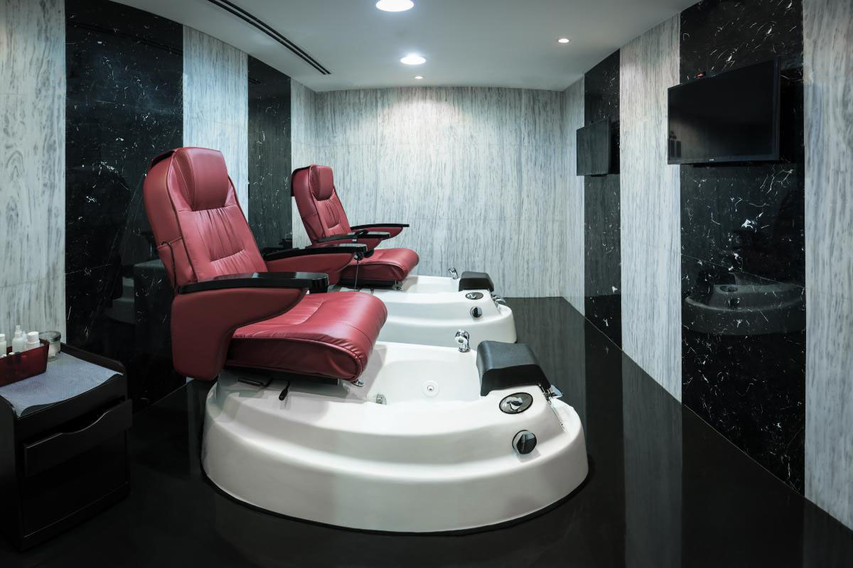 Universal trading salon and spa equipments united arab for Spa uniform suppliers cape town